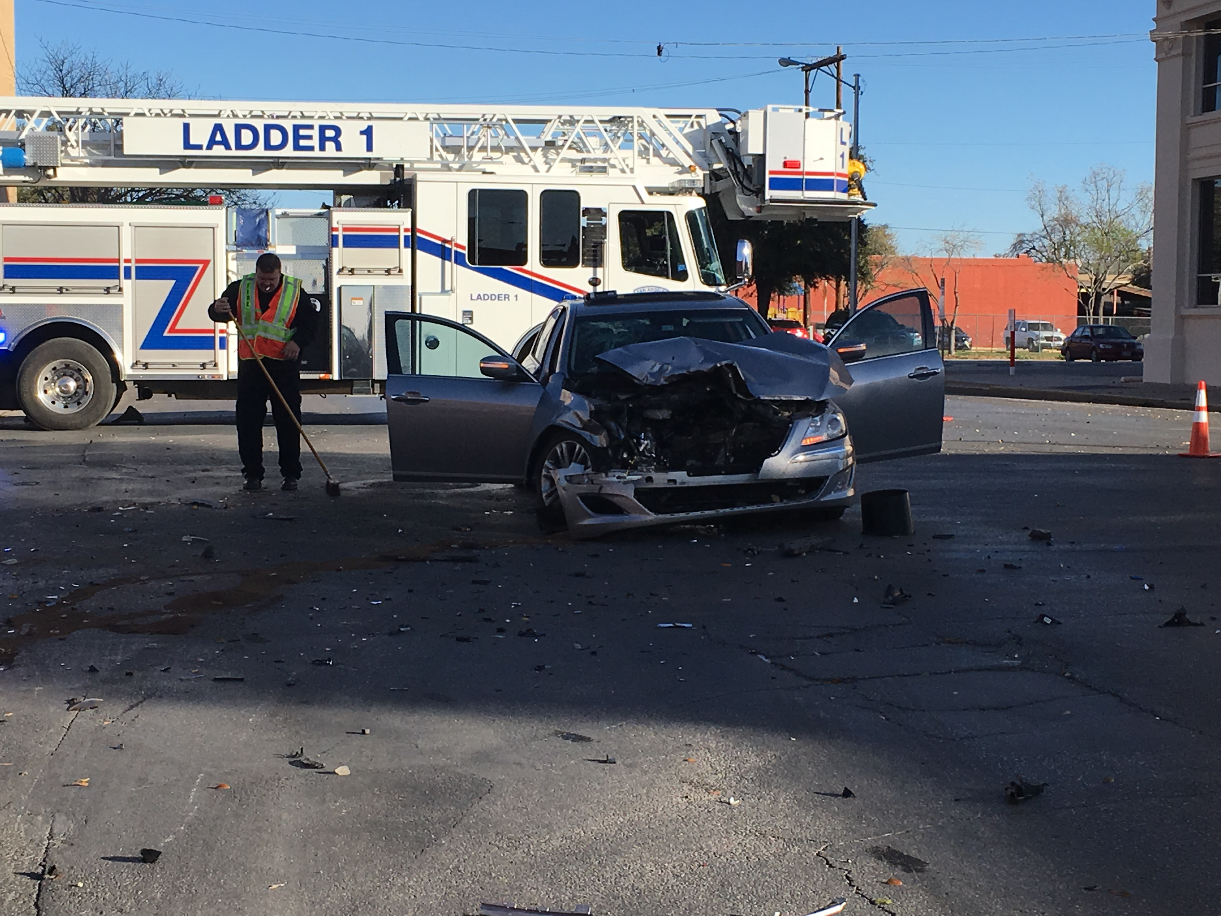 Two vehicles collide at the crossing of W. Beauregard and Chadbourne damaging a nearby traffic light. (Photo/LIVE!: Maura Ballard)