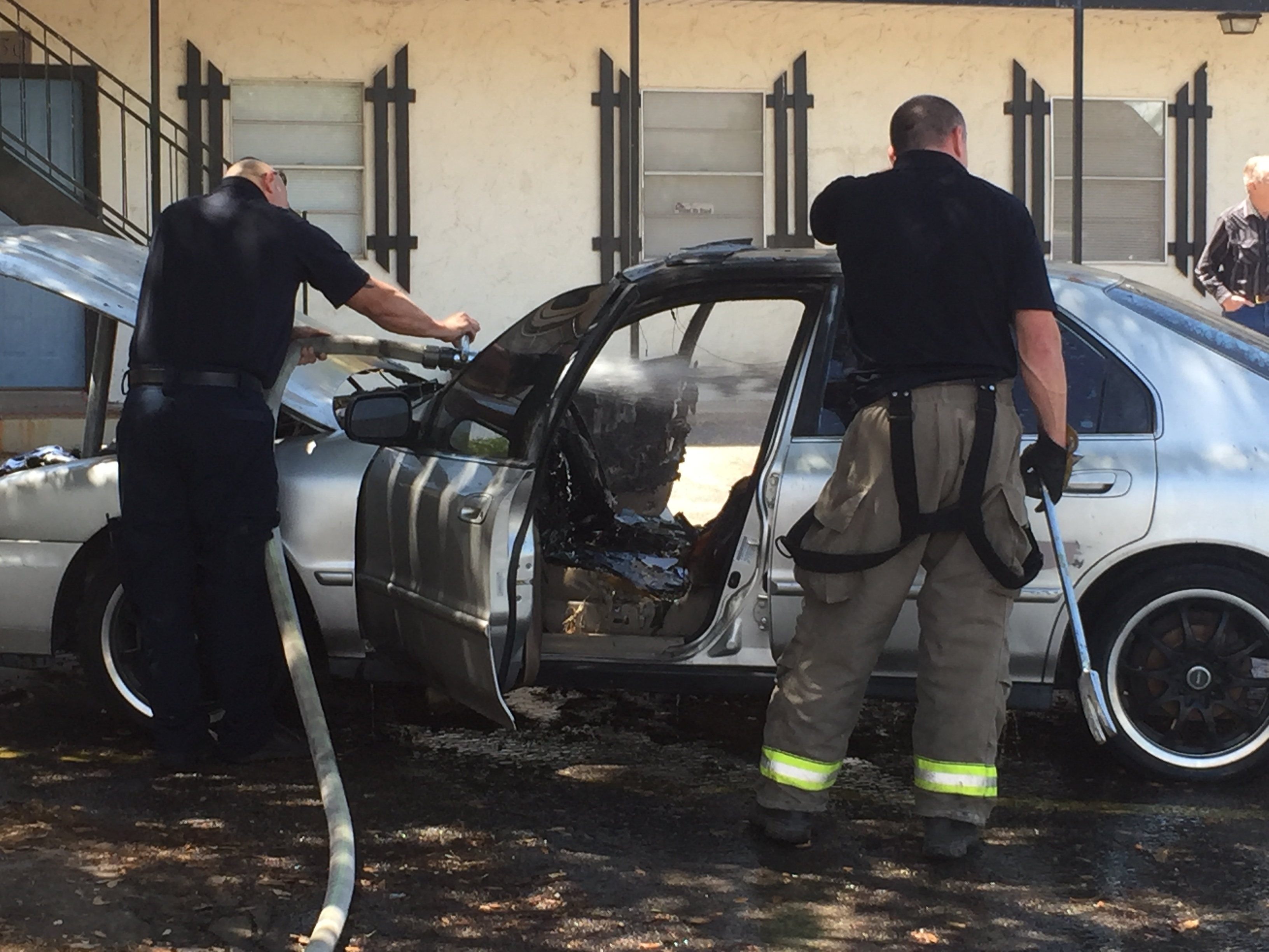 Vehicle fire at Appletree Apartments (LIVE! Photo/Megan Holmquest)