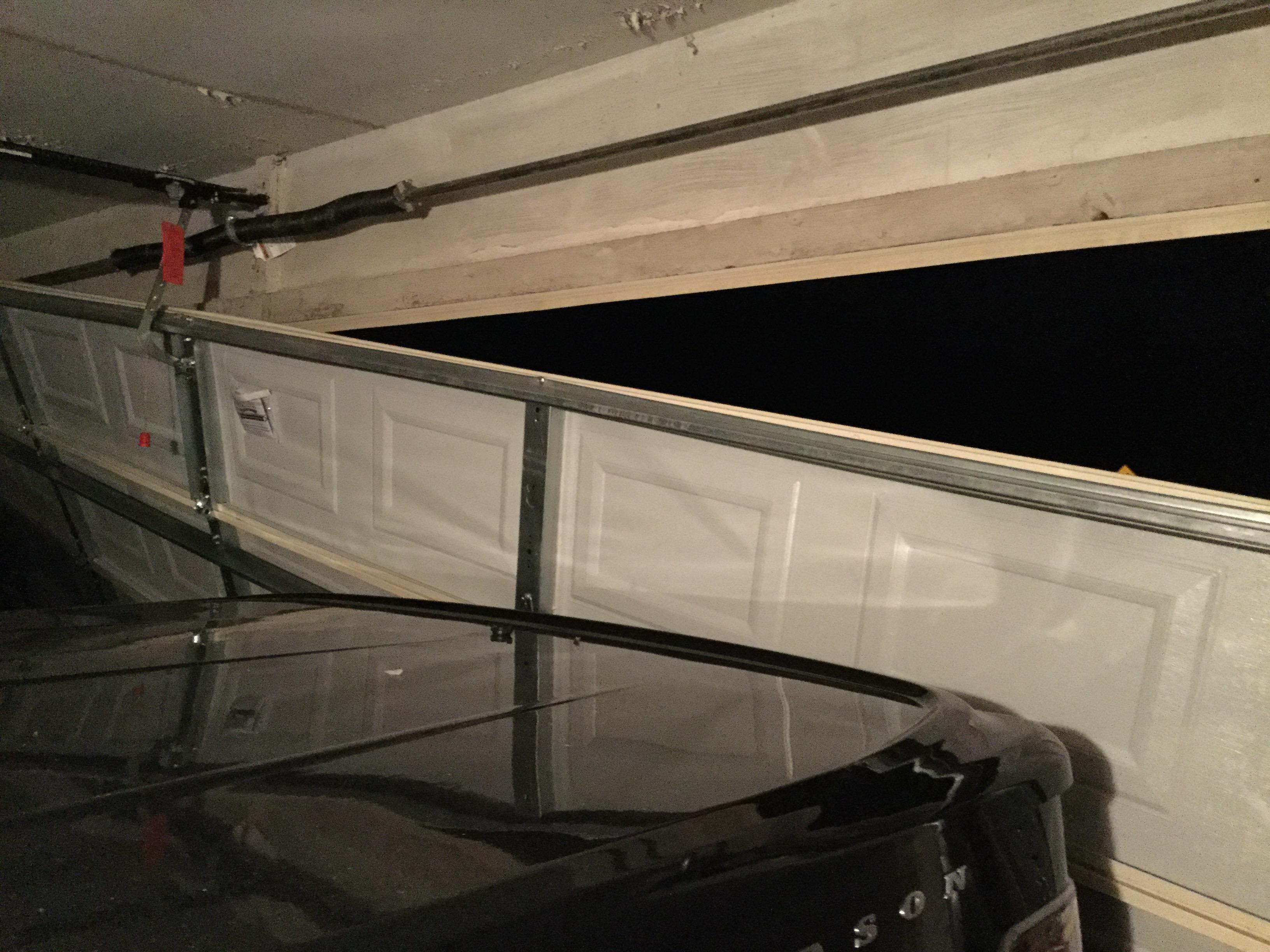 Crash on College Hills and Oak Forest Dr. (LIVE! Photo/Brandy Ramirez)