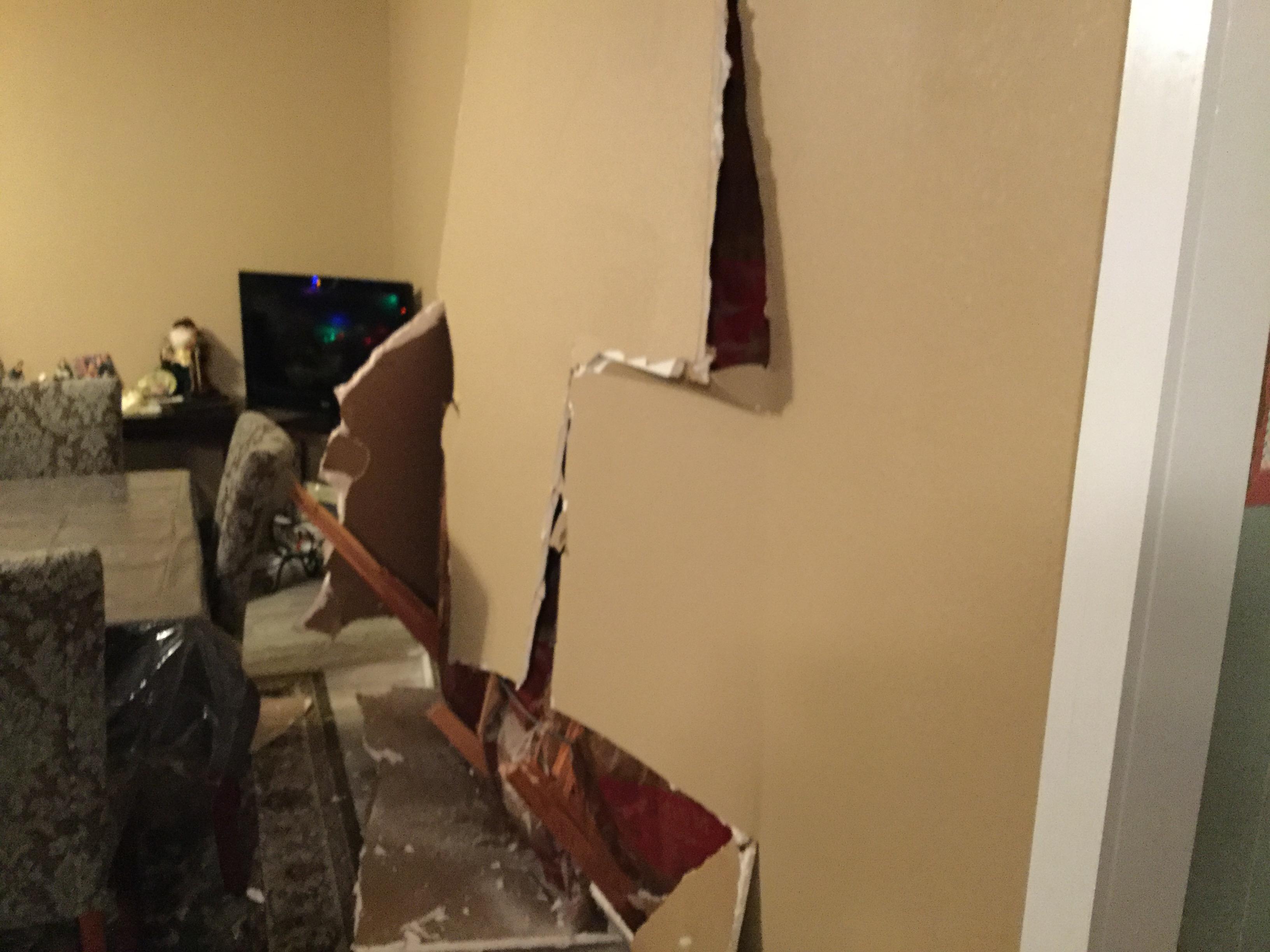 Crash on College Hills and Oak Forest Dr._1 (LIVE! Photo/Brandy Ramirez)