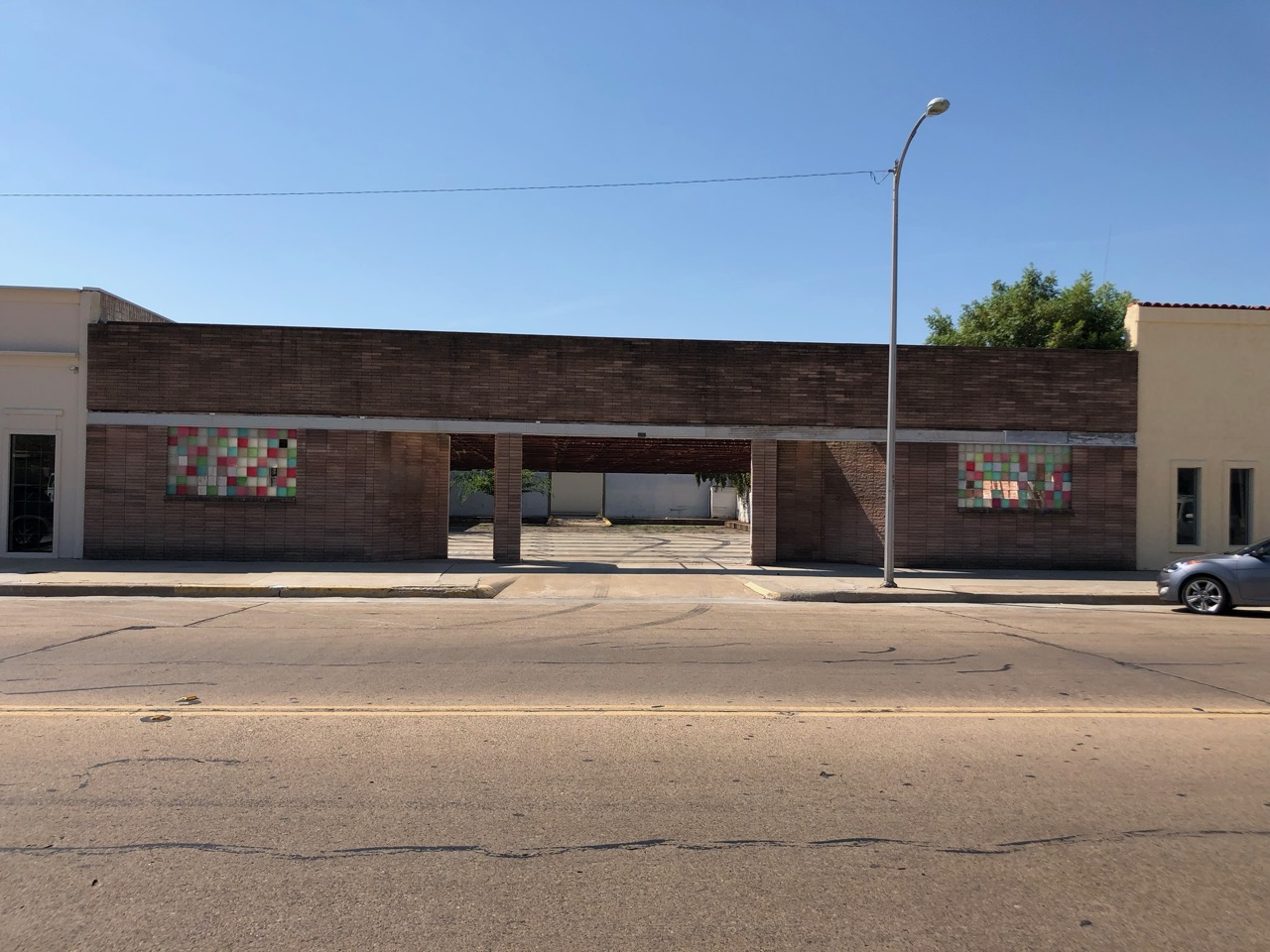 The front of the former Star Lanes Bowling Alley at 125 W. Twohig Ave. (LIVE! Photo/Joe Hyde)