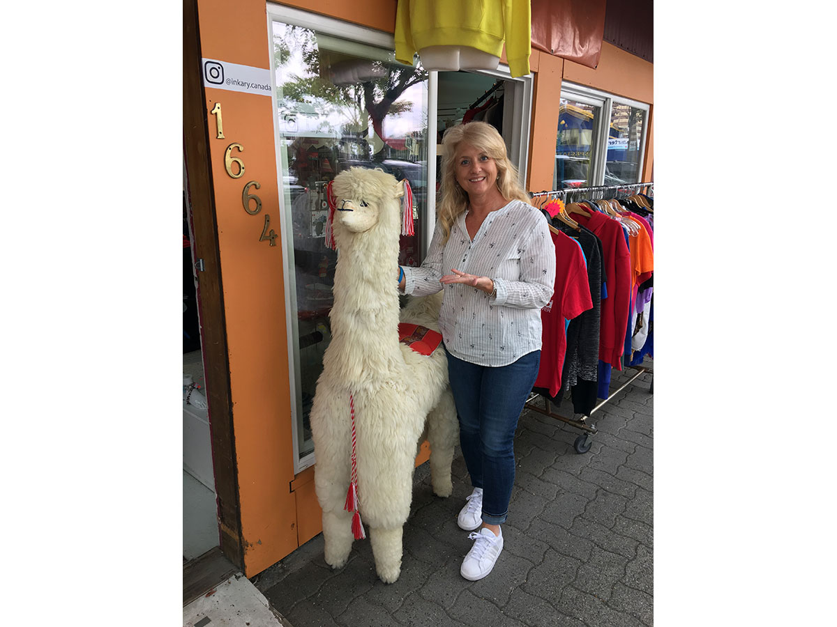 Jocelynn & a llama (Contributed/Kendal Hemphill)