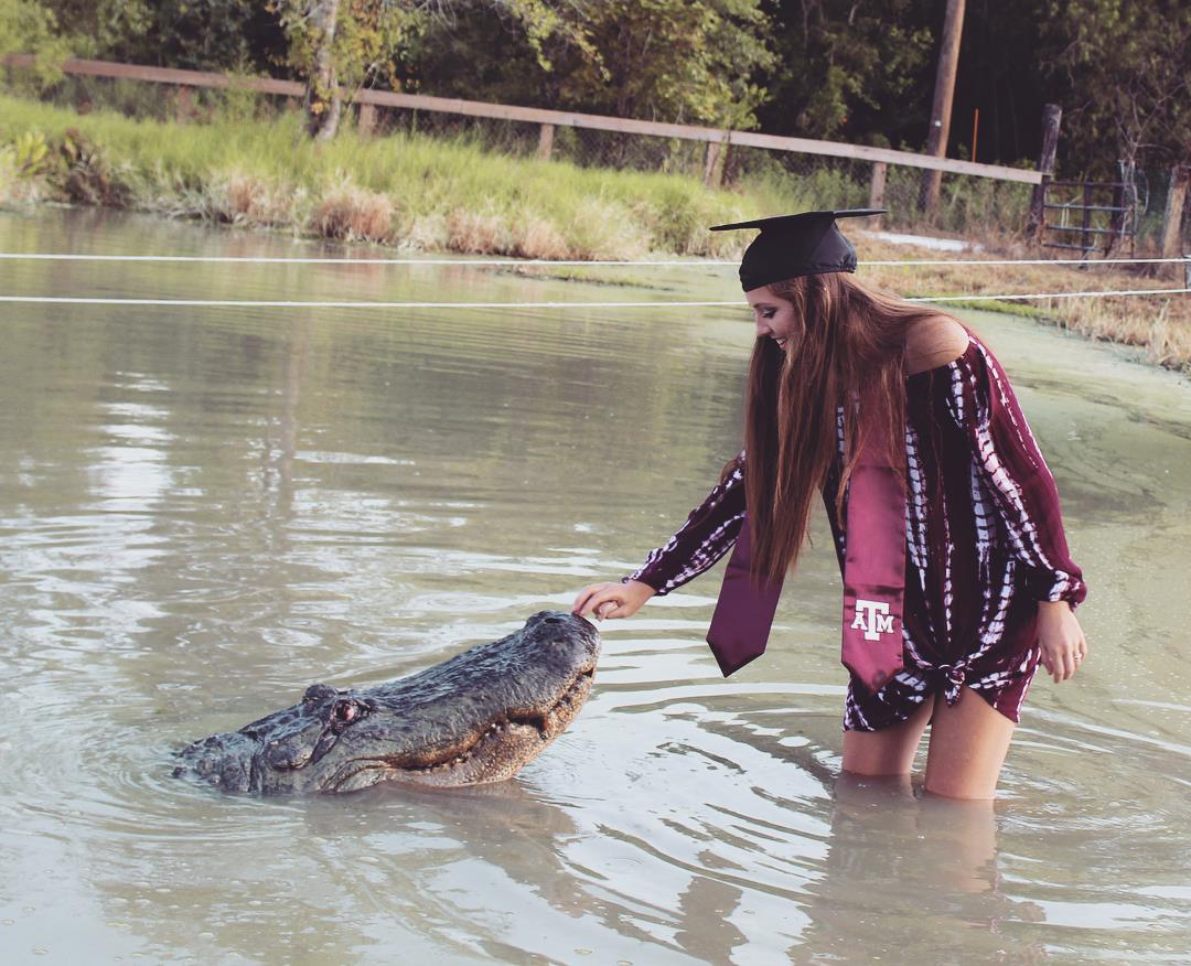 Makenzie Noland took her graduation photos with an alligator named Big Tex. (Makenzie Noland's Facebook)