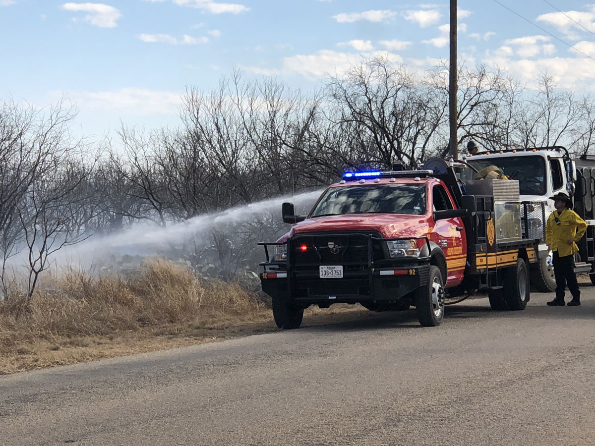 Grass fire in Quail Valley on Jan. 25, 2018. (LIVE! Photo/Sam Fowler)