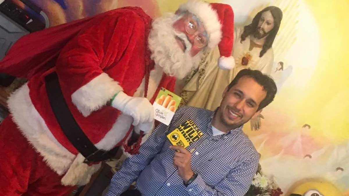 Ricky Villarreal, right, with Santa. The two are promoting a gift card giveaway to attract customers to his business. (Rick Villarreal's Facebook)