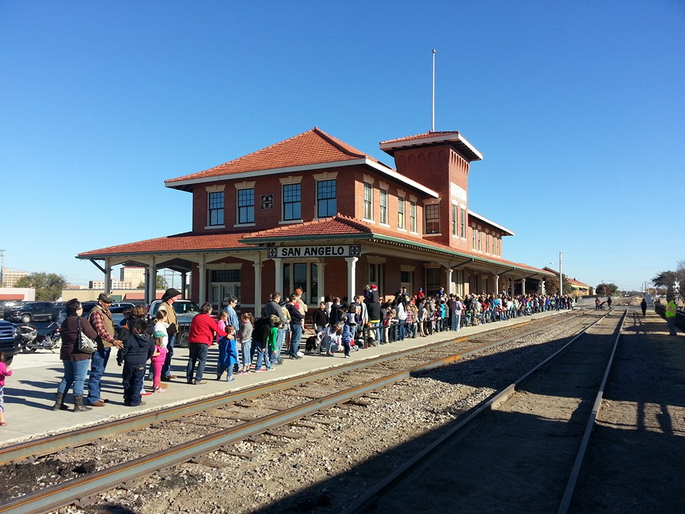 Crowd anxiously awaiting Santa's arrival 2015 (photo courtesy RMSA)