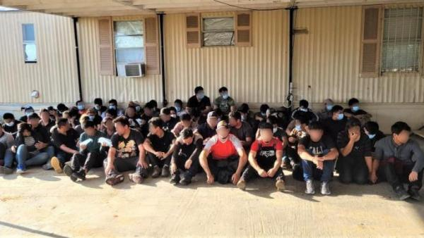 Large Groups of Illegal Immigrants Continue to Cross the Border
