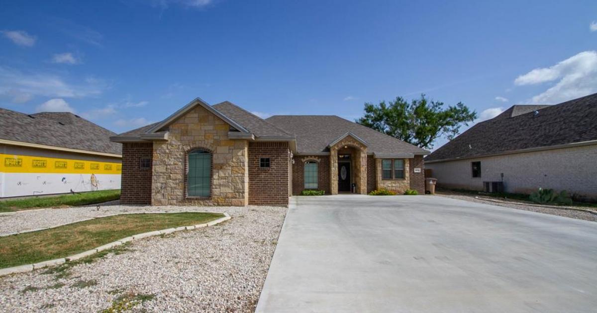 1954 Pine Valley St, San Angelo, TX 76904