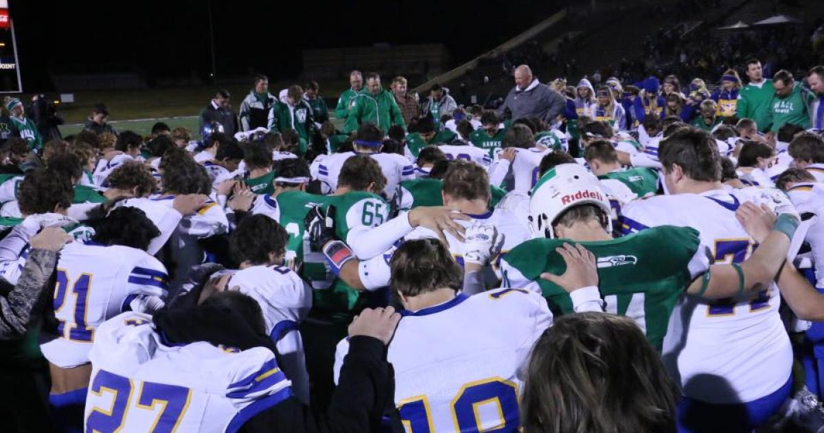 Prayer in public school transcends football rivalries with Wall (green) and Brock (white). From the Dec. 2, 2016 3A D1 Championship game. (Contributed/Rodney Fleming)