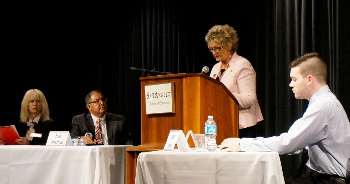 Mayoral candidate and Councilwoman Charlotte Farmer addresses the Chamber of Commerce Mayoral Forum on March 28, 2017. (LIVE! Photo/Joe Hyde)