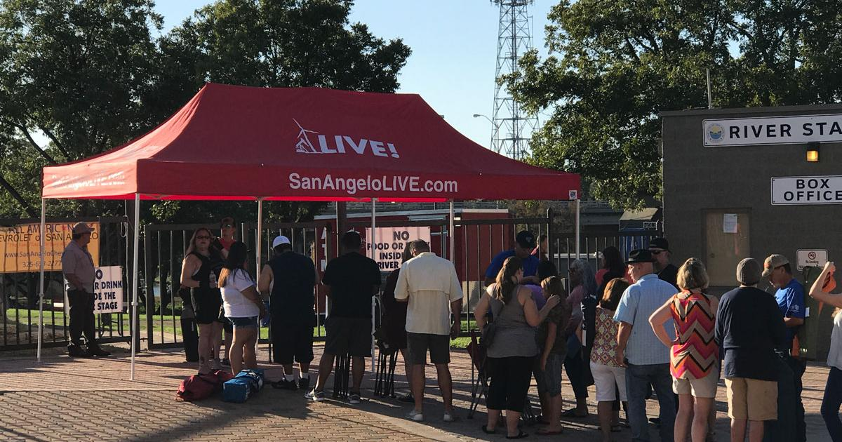 A line forms at around 5 p.m. for Sunday's Los Lonely Boys concert on Oct. 8, 2017. (LIVE! Photo/Joe Hyde)