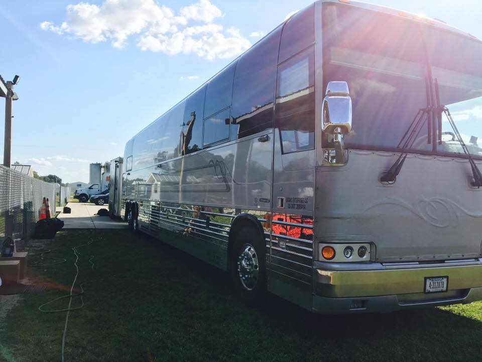 Jesse Turner said that Siggno tours with up to three tour buses today, (Contributed/Grupo Siggno Facebook)