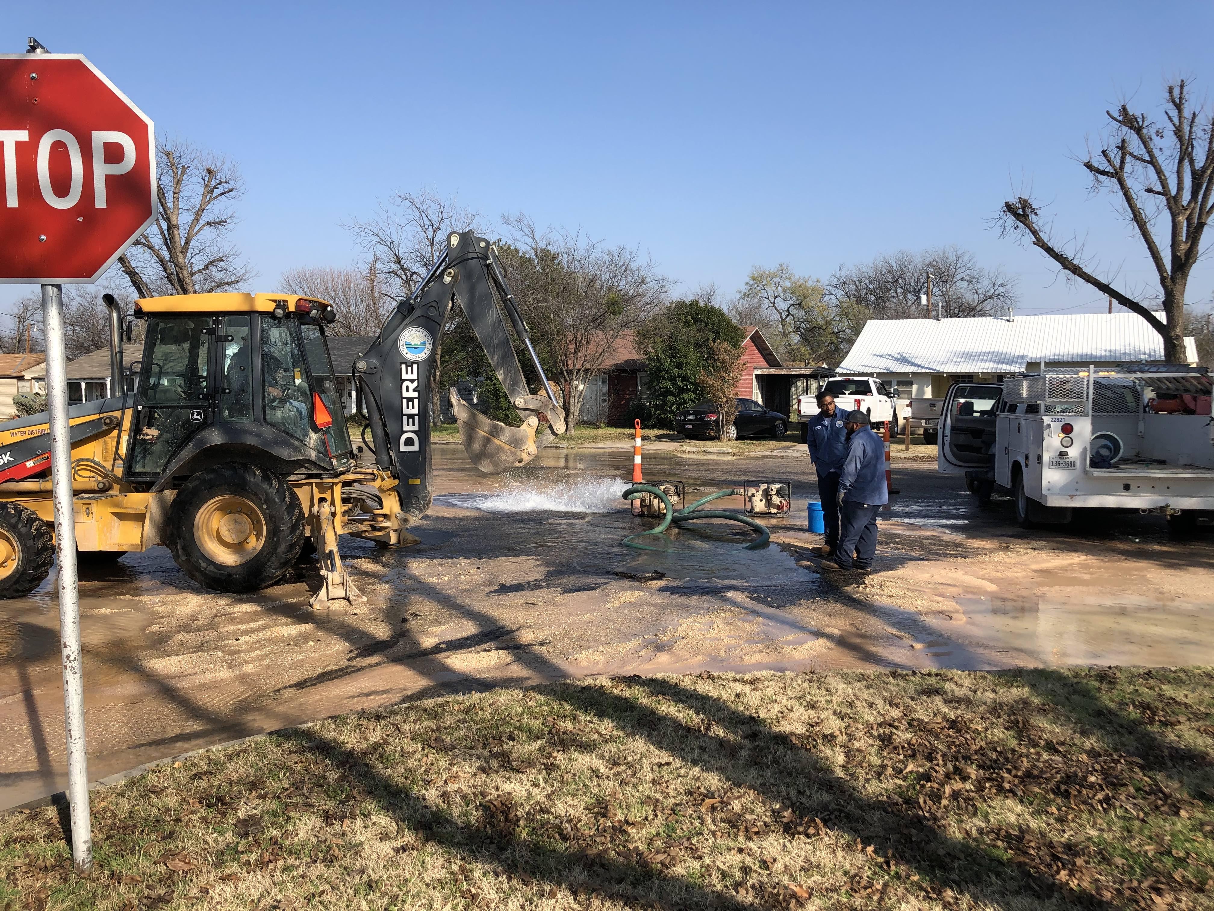City crews are working on a purported water main break beneath S. Taylor St. in Santa Rita on Dec. 10, 2018. (LIVE! Photo/Joe Hyde)