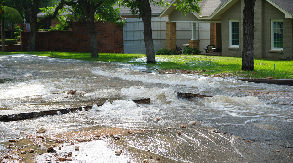 Water Main Break on Washington and W Avenue D (LIVE! Photo/Matt Trammell)