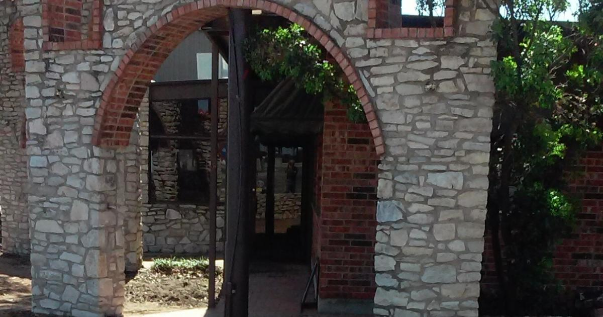 The front door of the old Mejor. (LIVE! Photo/Yantis Green)