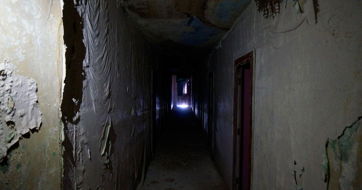 The narrow hallway to the second floor rooms of the old Roosevelt Hotel. (LIVE! Photo/Joe Hyde)