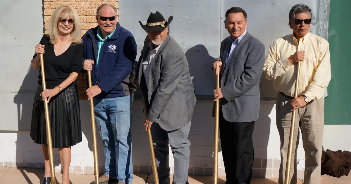Brenda Gunter, Michael Biggerstaff, Mayor Dwain Morrison, Councilman Harry Thomas, and Del Velasquez. (LIVE! Photo/Joe Hyde)