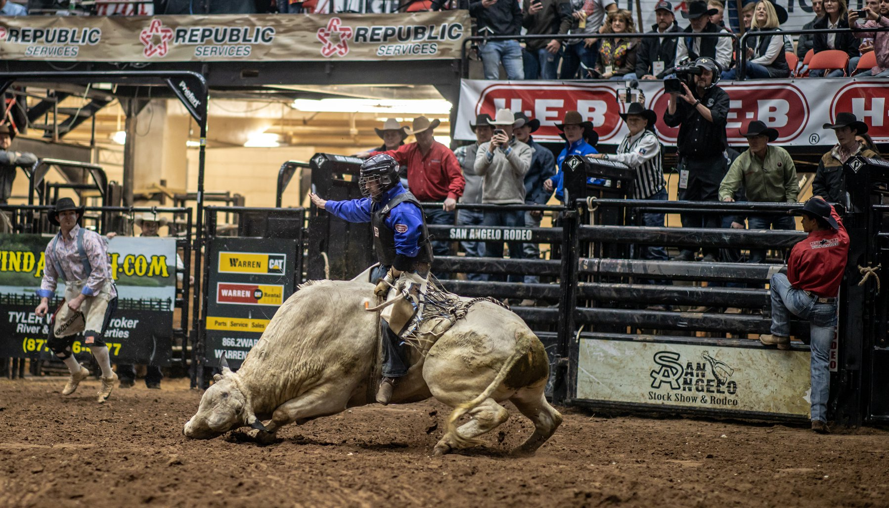That moment when Tim Bingham's bull went down on its belly during the 2020 San Angelo Rodeo Final Round. (LIVE! Photo/Shawn Morrow)